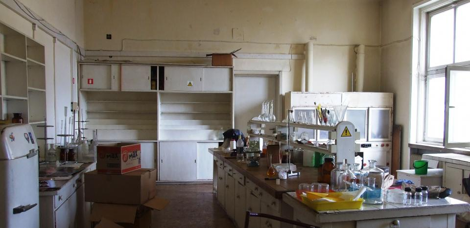 The chemical laboratory before the renovation